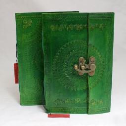 grünes Lederbuch mit Punzierung L