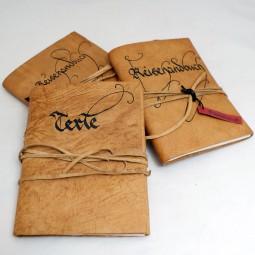 Lederbücher - beschriftet mit Lederband