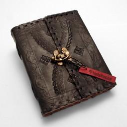 schwarzes Lederbuch M punziert