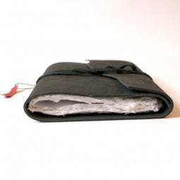 Softlederbuch schwarz mit Büttenpapier