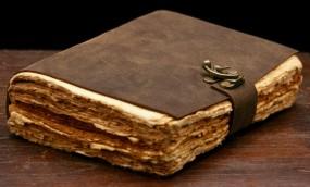 Büffellederbuch mit ungeschnittenem, antikisiertem Papier