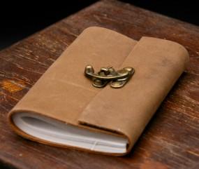 Büffellederbuch