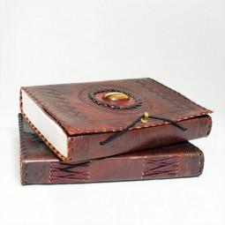 Lederbuch L mit Stein und Messingknopf