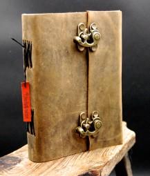 Büffellederbuch, Abschließbar.