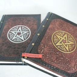 Lederbuch mit Pentagram vorne und hinten