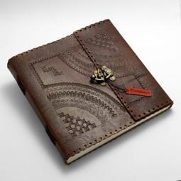 Lederbuch quadratisch punziert