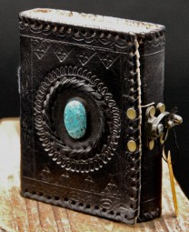 Kleines Lederbuch mit Stein, Schwarz