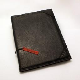 Buchhülle A5 schwarz mit Inhalt